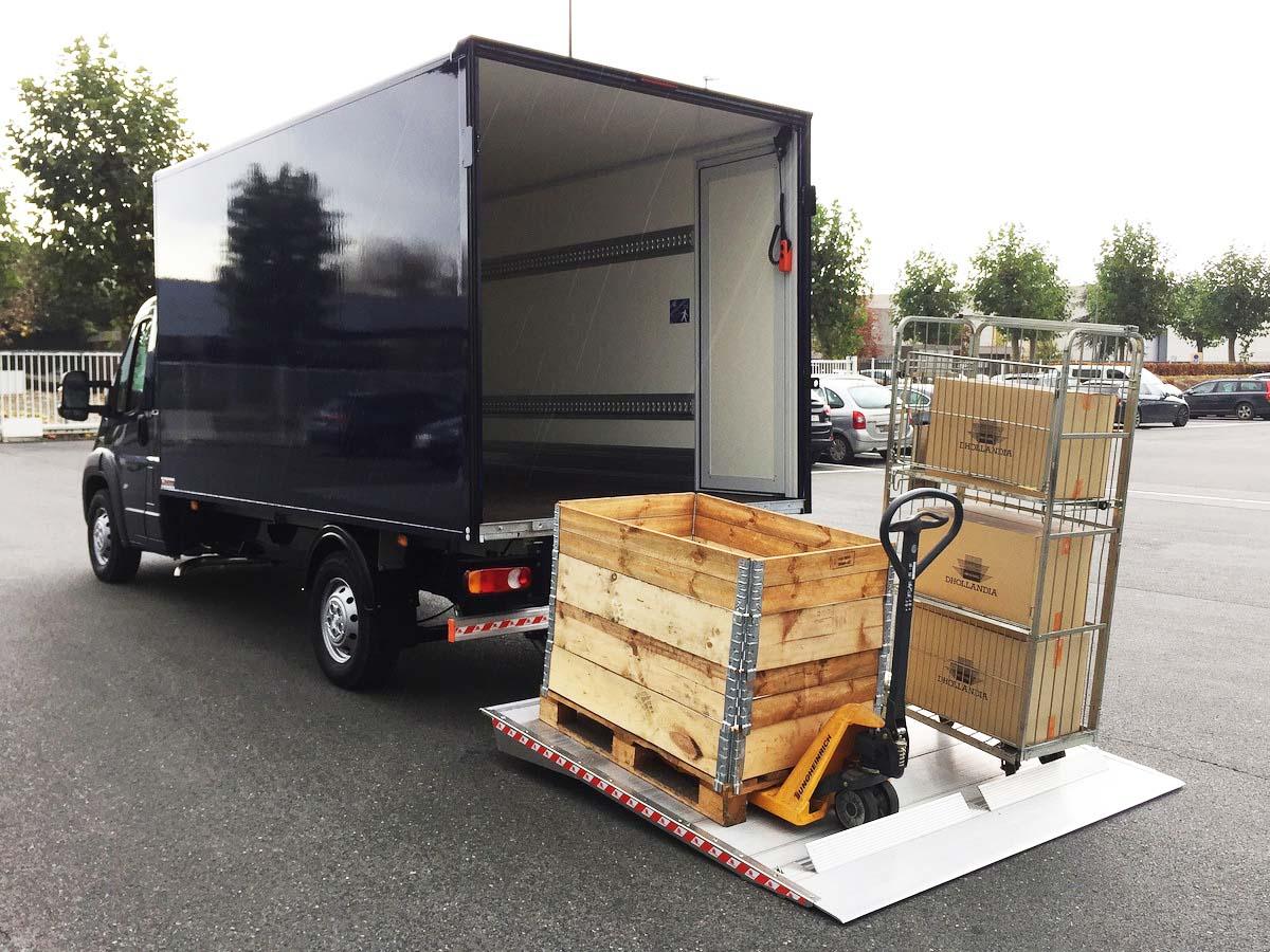 Za gospodarska vozila z box nadgradnjo in zadaj nakladalne ploščadi