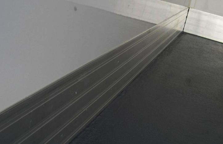 Siva protizrsna tla s protipaletno zaščito