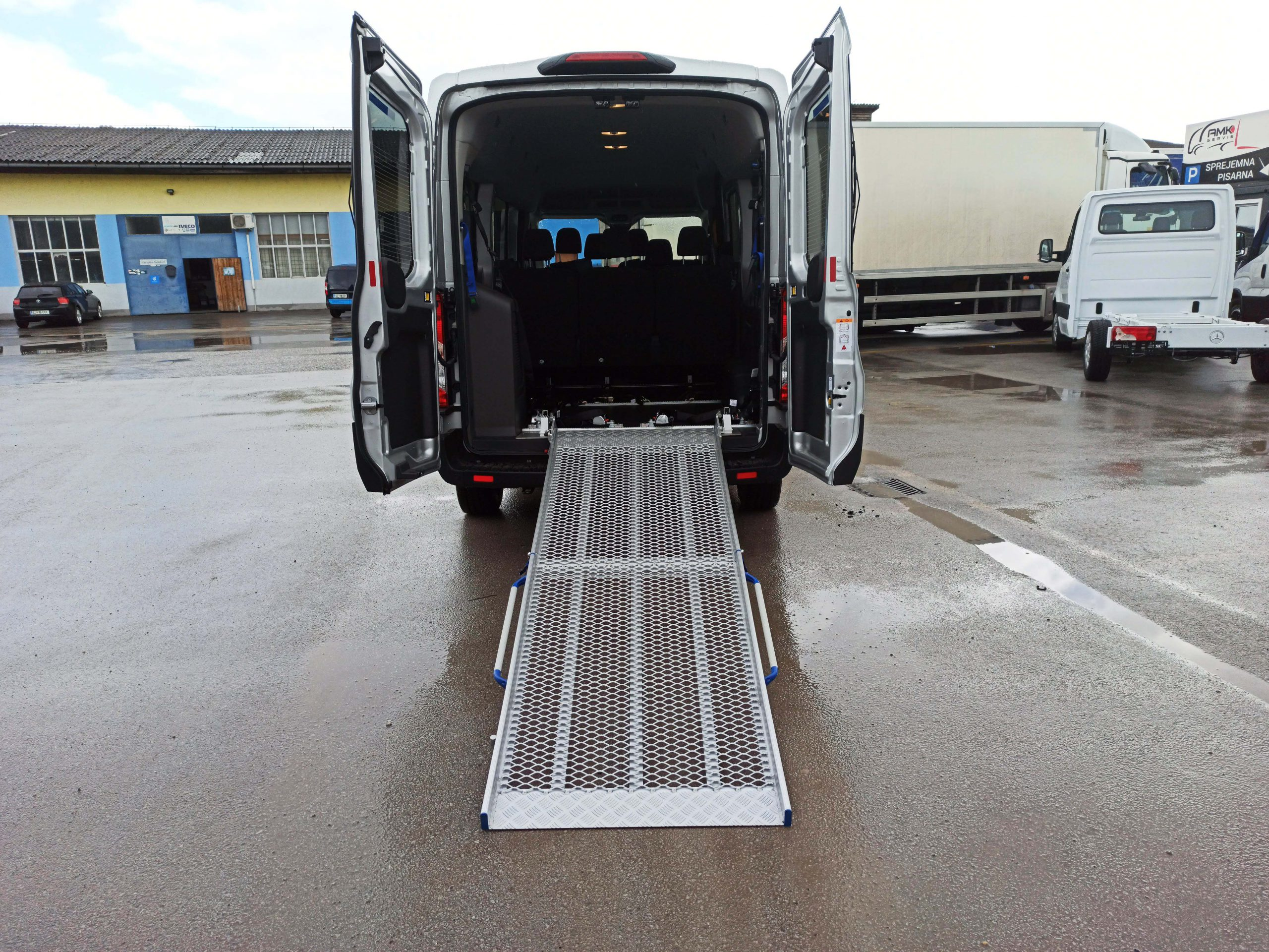Mehanska aluminijasta rampa za prevoz invalidov