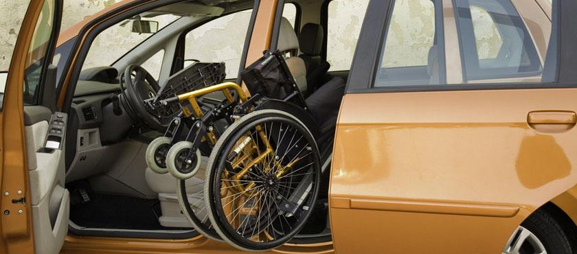 Avtomatizirano pospravljanje invalidskega vozička v avto