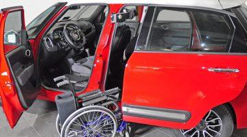 Sistem za pospravljanje invalidskega vozička v vozilo