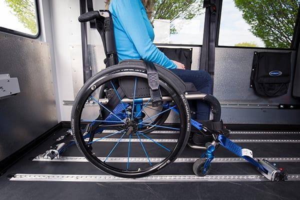 Privezovanje invalidskega vozička
