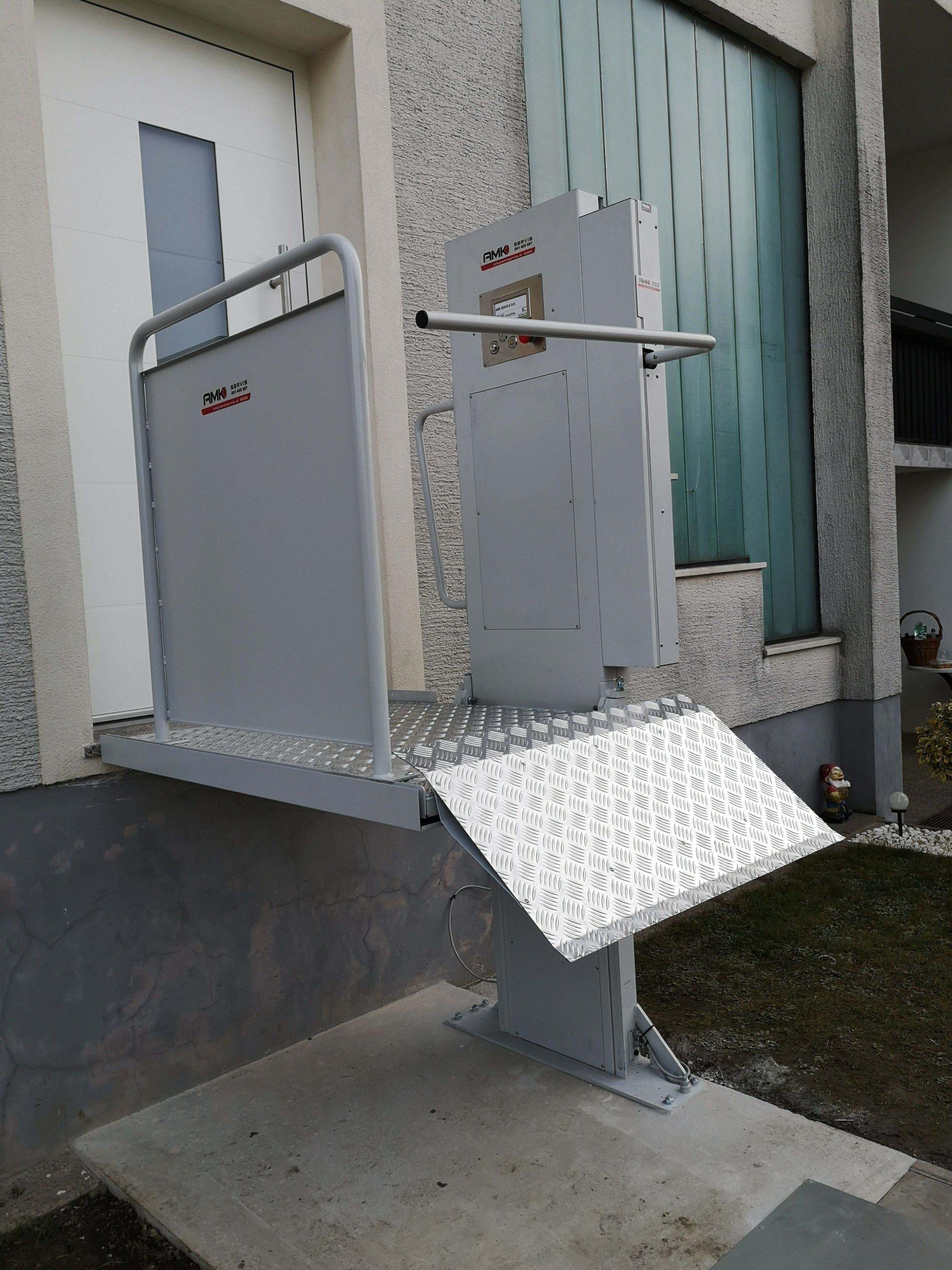 AMK dvigalo za invalida
